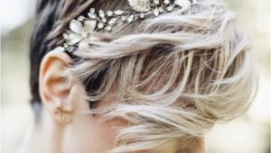 Hairstyles for brides that have short hair