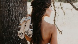 Bride has symbolic solo photoshoot after cancelling wedding