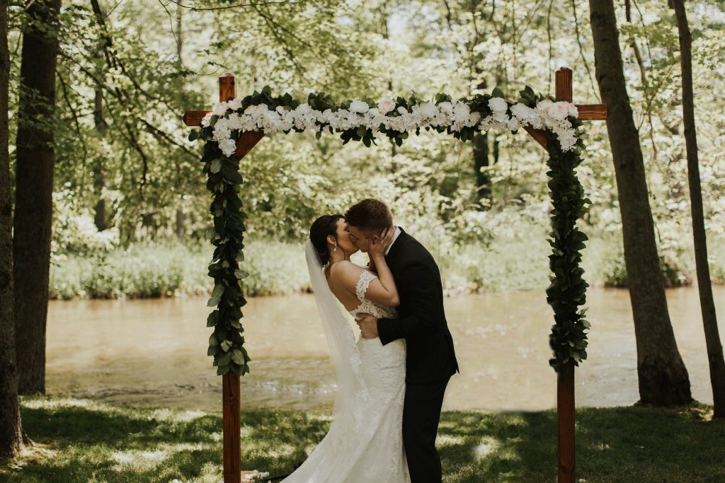 Stunning wedding arches to elevate your wedding