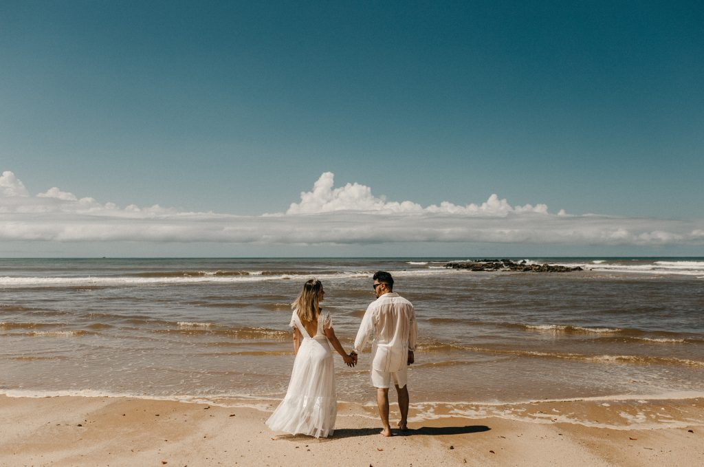 The pros and cons of having a beach wedding