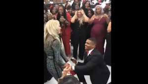 Bride helps brother propose at her wedding
