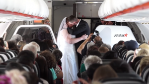 Couple get married mid-flight