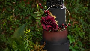 Black wedding cakes that aren't morbid