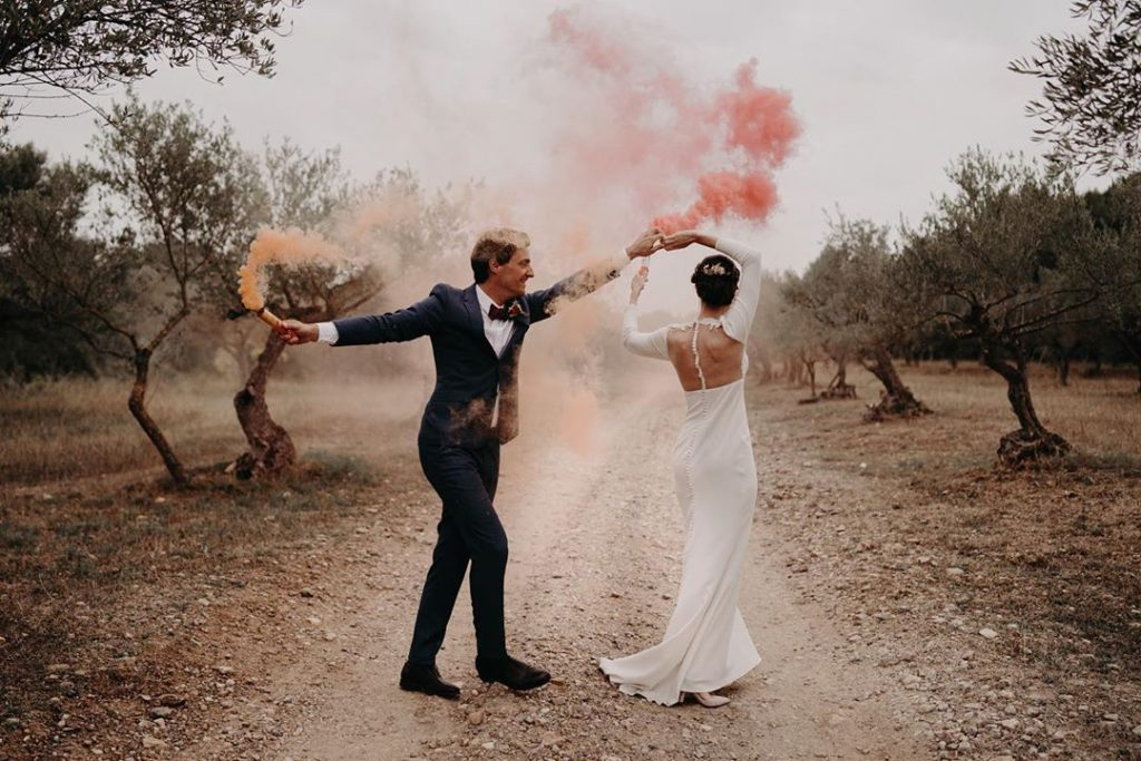 Wedding photo trend: Smoke bombs