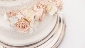 Wow-worthy white wedding cakes