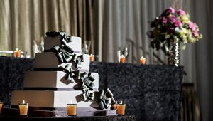 Now trending: square wedding cakes