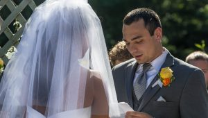 Pros and cons of writing your own wedding vows