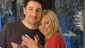 Anna Faris shows off yellow diamond engagement ring