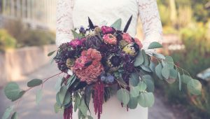 How to pick your bridal bouquet