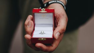 Should the bride choose her own ring?