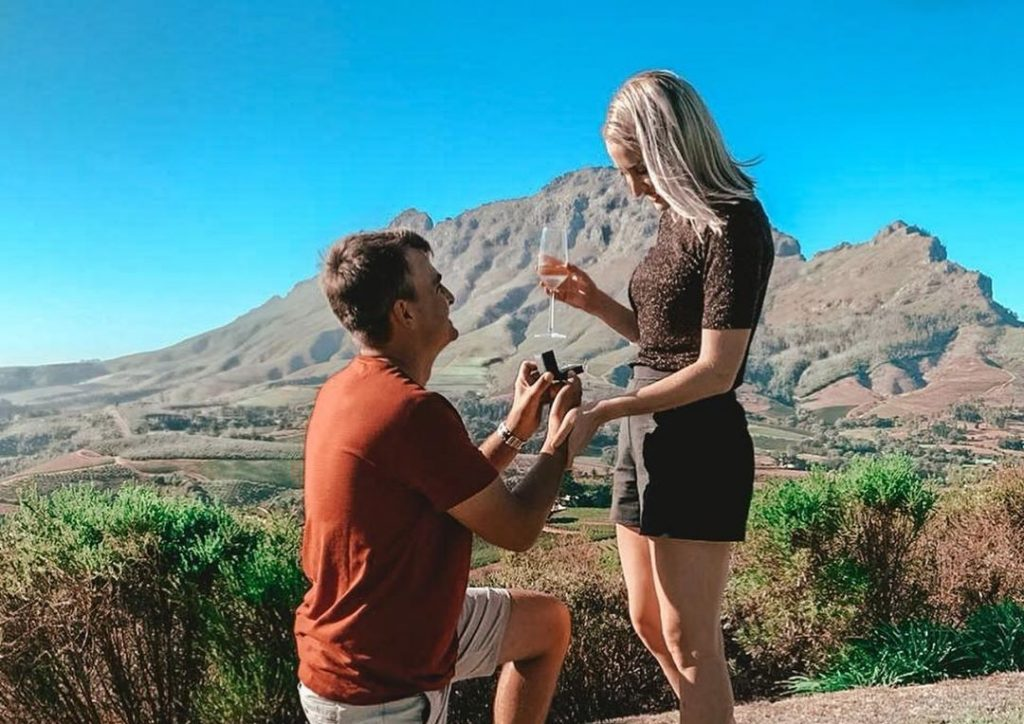 Pro golfer Christiaan Bezuidenhout pops the question