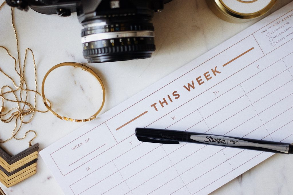 Pros and cons of weekday weddings