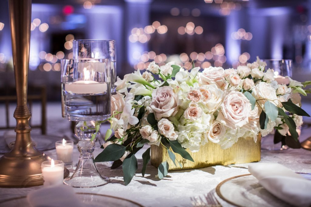 Create enchanting table decor with roses