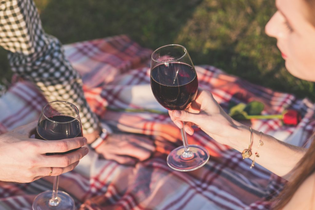 How to plan the perfect picnic wedding