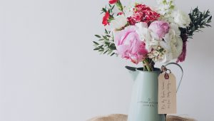 Minimalist bouquets we love