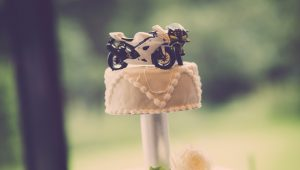 Unique wedding cake toppers to complete your cake