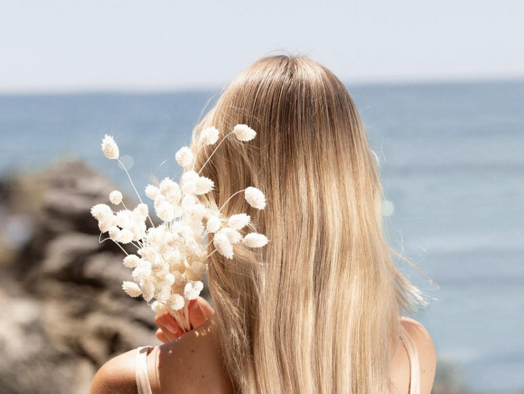 3 Easy Hairstyles to Master for Your Honeymoon