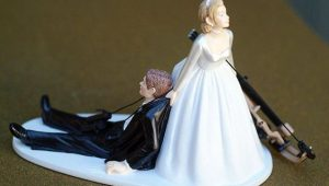 Bold cake toppers that make you look again