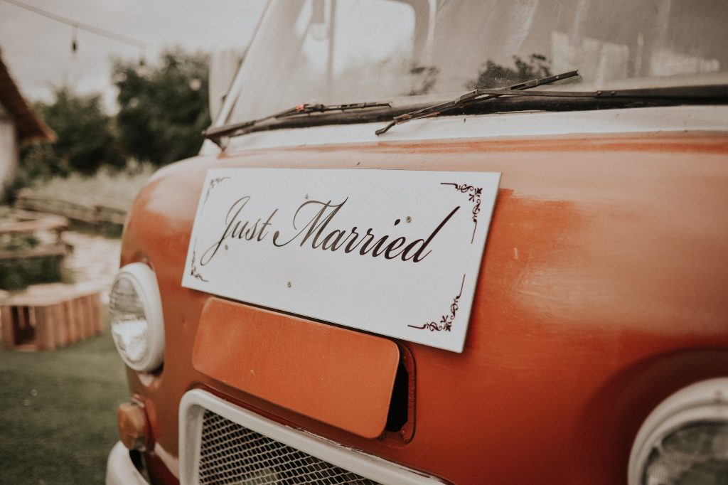 Adorable 'Just Married' signs to announce your marriage