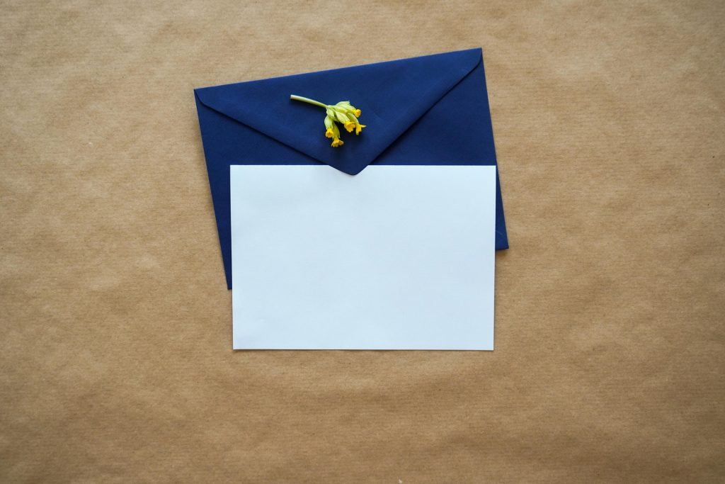 What to consider when sending out thank you notes after the wedding