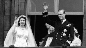 Queen Elizabeth has a secret ring inscription only 3 people know