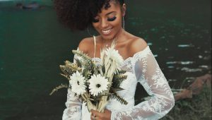 White bridal bouquets with wonderful dimension